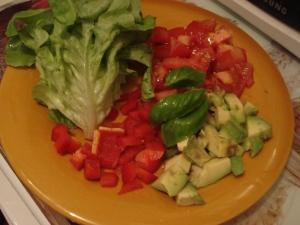 Salade, Tomate, Poivron rouge, Avocat, basilic