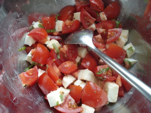 Tomate, Mozzarella, basilic et huile d'olive