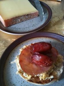 Muffin Regent's Park oeufs brouillés bacon chorizo