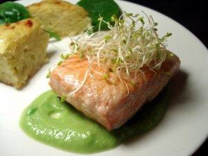 Saumon et émulsion de petit pois au wasabi