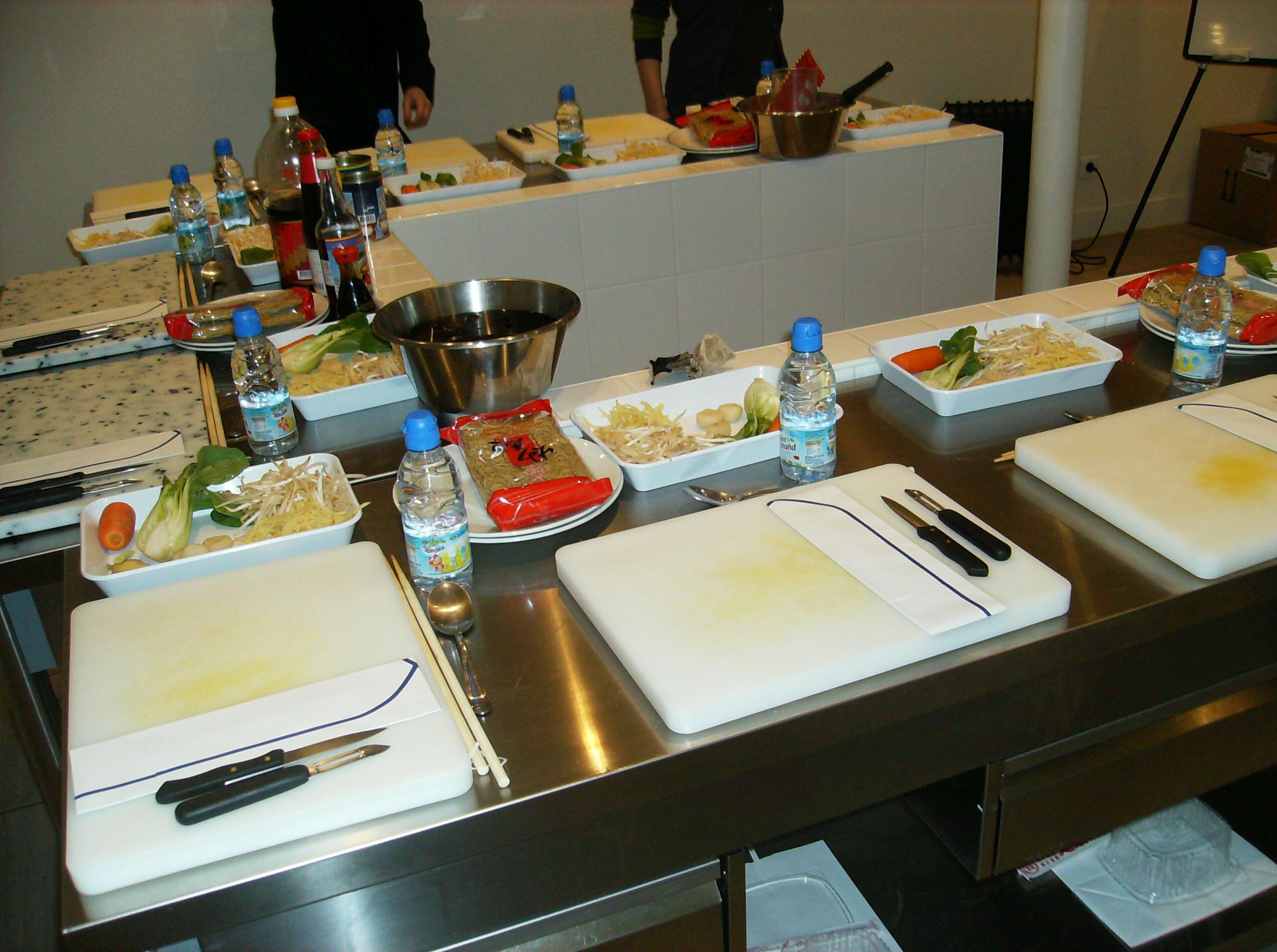 Cours de cuisine cuisine au wok over cook e for Apprendre cuisine asiatique